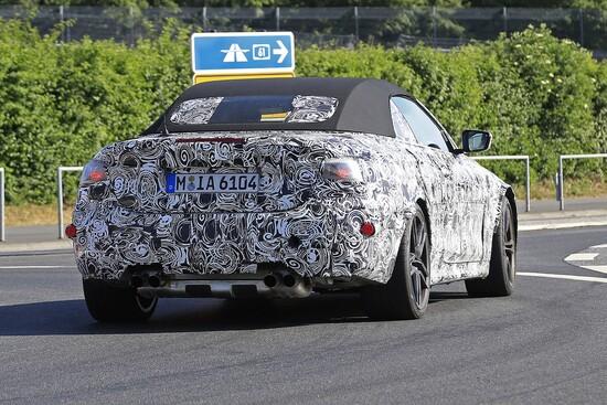 I 4 scarichi ci fanno capire chiaramente che si tratta della  BMW M4 Cabrio