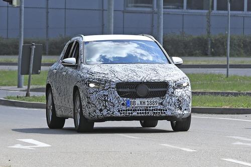 Nuova Mercedes GLA, le foto spia (2)