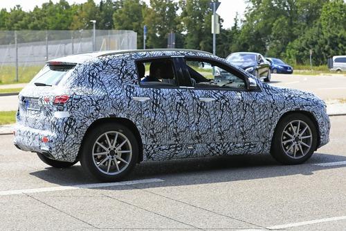 Nuova Mercedes GLA, le foto spia (7)