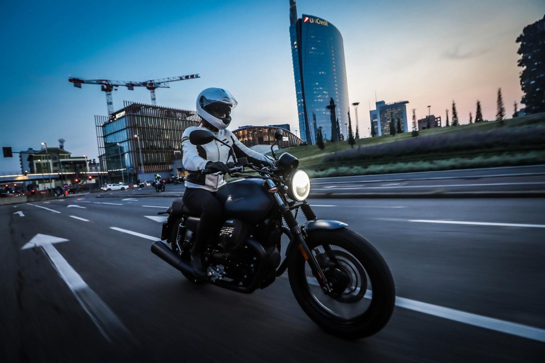 Moto Guzzi Night Pack, la V7 Stone Full LED
