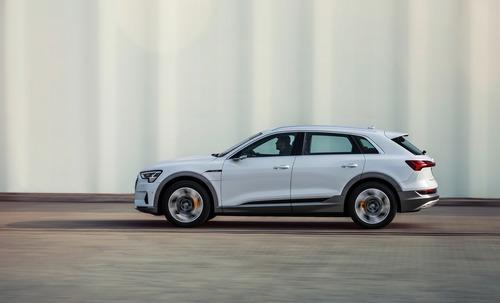 Audi e-tron, in arrivo la 50 quattro da 313 CV (3)