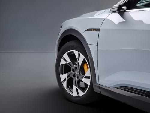 Audi e-tron, in arrivo la 50 quattro da 313 CV (6)