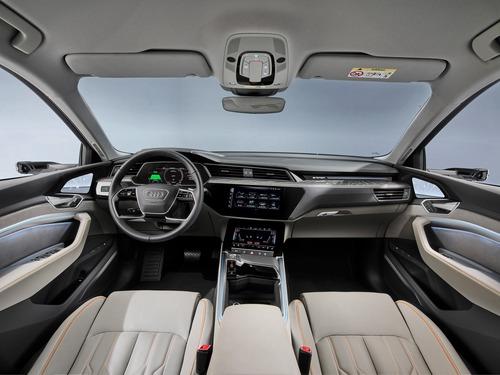 Audi e-tron, in arrivo la 50 quattro da 313 CV (9)