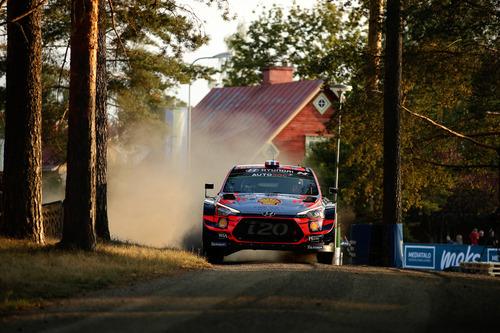 WRC 2019 Finlandia. Tutto in 2 secondi. Latvala-Meeke, Toyota, Tanak dietro a Lappi (8)