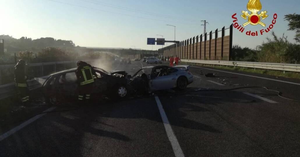 Dramma stradale a Senigallia, Incidente tra Porsche, Corsa e Panda: un morto [Foto gallery]