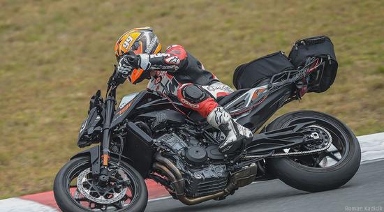 il prototipo della nuova KTM Duke 890 (foto: Motorrad - Roman Kadicik)