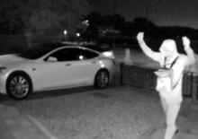 Tesla Model S rubata in 30 secondi: il video dimostra come sia semplice
