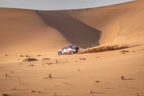 Dakar 2020: Alonso completa i test con Toyota (7)