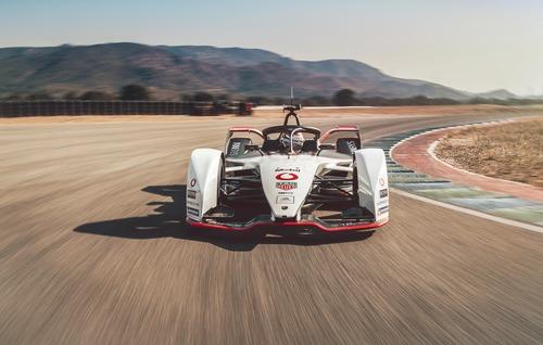 Formula E: Porsche svela la 99X Electric (6)