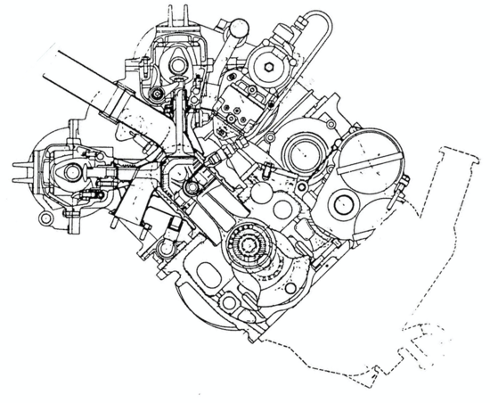 """6-Questa sezione trasversale del motore della W 196 consente di osservare il sistema desmodromico impiegato per comandare le due valvole di ogni cilindro, fortemente inclinate tra loro, e i condotti di aspirazione """"downdraft"""". Per realizzare le teste e i cilindri (in blocco), si univano mediante saldatura più elementi in acciaio"""