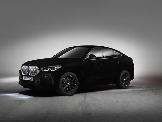 La nuova BMW X6 nella speciale colorazione Vantablack