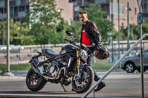 """Ducati Monster 1200S: """"Black on Black"""" (e rossa) per il 2020"""