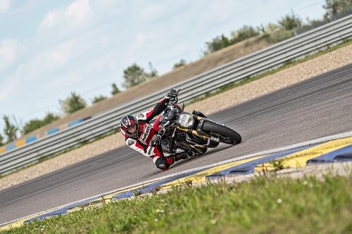 """Ducati Monster 1200S: """"Black on Black"""" (e rossa) per il 2020 (5)"""