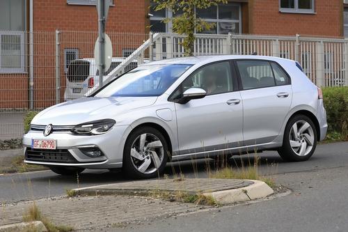 Volkswagen Golf GTE, le foto spia (4)