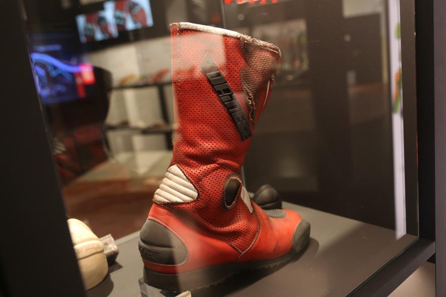 Uno dei primi stivali Dainese: siamo a inizio anni 90