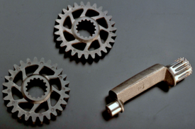 In alcuni motori Rotax di piccola cilindrata per azionare l'albero ausiliario di equilibratura si impiegavano ingranaggi elastici in materiale plastico, con razze inclinate