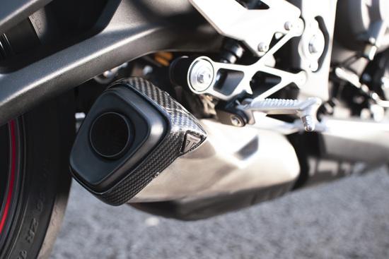 Il nuovo silenziatore della Triumph Street Triple RS