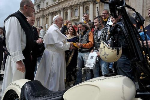 Harley Davidson White Unique: la moto donata al Papa all'asta per beneficenza (4)