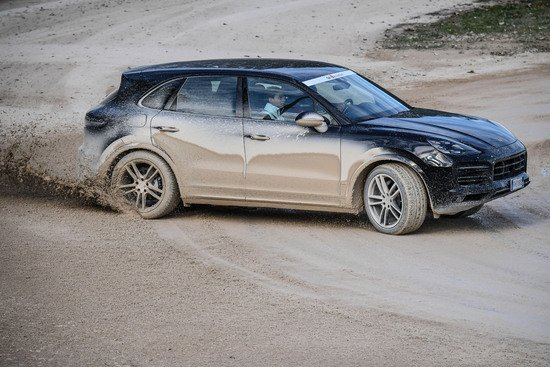 Il flat track permette di divertirsi con sovrasterzi di potenza.