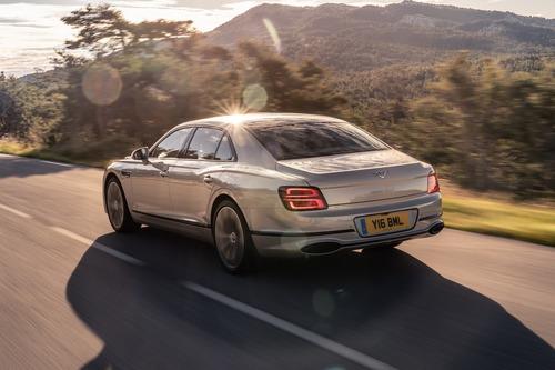 Bentley Flying Spur: arrivano le finiture Blackline (3)