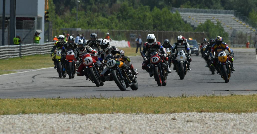 Moto Guzzi Fast Endurance: la finale a Misano e Moto.it c'è!