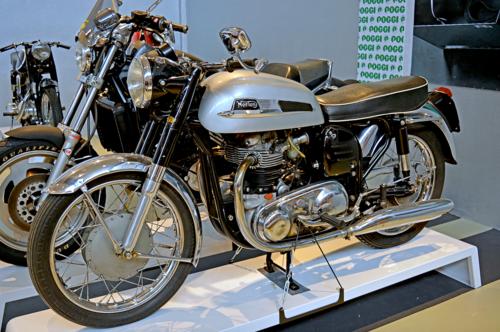 La grande scuola delle moto inglesi (3)