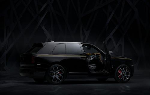 Rolls-Royce Cullinan Black Badge, look total black per il SUV di lusso (4)