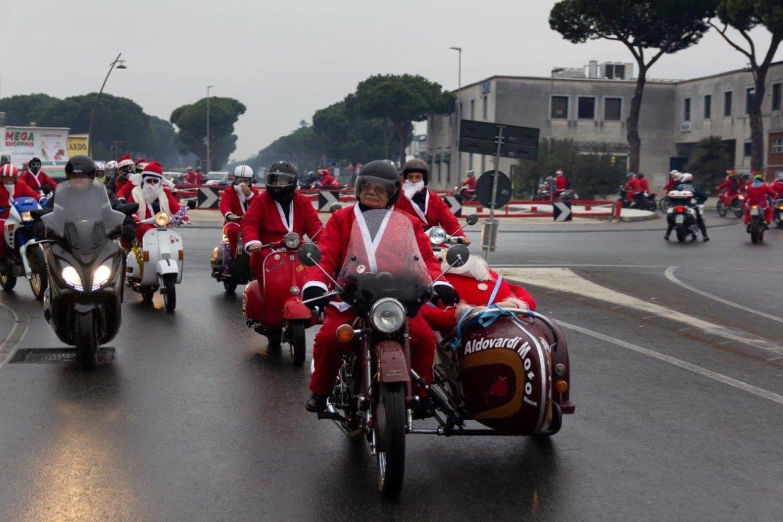 Tornano i Babbi Natale del MC Massa
