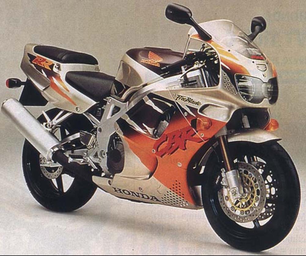 Le Strane di Moto.it: Triumph Daytona 955i Naked - News
