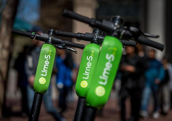 Uber punta sui monopattini elettrici e investe su Lime