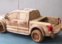 Ford F-150 Raptor 2020 da paura, Omologazione fruibile anche di sera e nel weekend: è in legno [video montaggio pick-up]