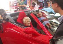 A 103 anni in Ferrari. Si avvera il sogno della signora Ida [Video]