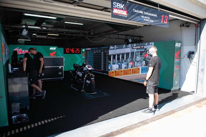 SBK 2020: lo spettacolare box del MIE Honda Racing Team [GALLERY]