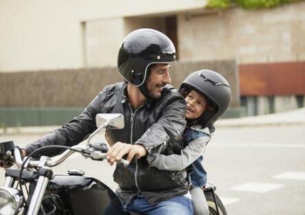 Rientro a scuola. La metà delle famiglie sceglie di andare in auto o in moto