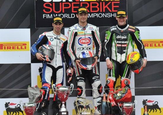 SBK a Magny Cours. Guintoli vince Gara1. Biaggi out