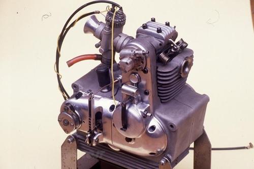 La Mondial ha realizzato una moto da competizione di 50 cm3 azionata da questo motore monoalbero di pura scuola italiana