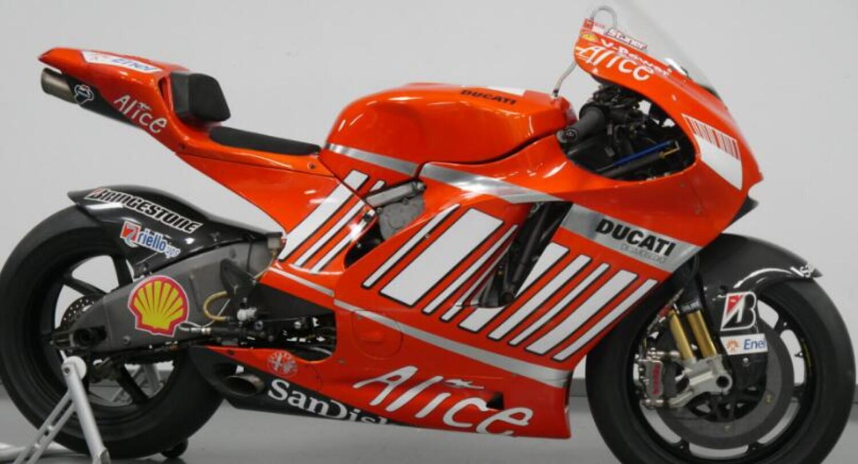 La Ducati Desmosedici GP8 di Casey Stoner è in vendita (sarà proprio quella del sorpasso di Rossi al Cavatappi?)