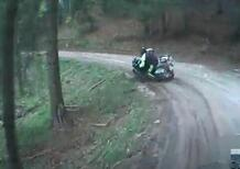 Moto crash: con la BMW GS sullo sterrato, ma qualcosa va storto [VIDEO VIRALE]