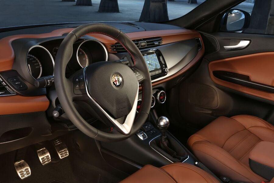 Alfa Romeo Giulietta 1.4 Turbo MultiAir TCT Sport (5)