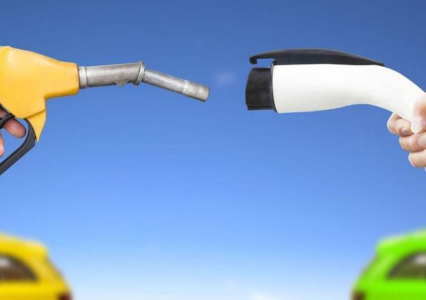 I veicoli a benzina consumano 3-400 volte più materie prime di quelli elettrici