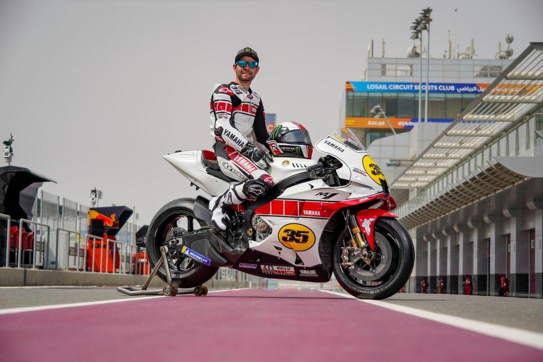 MotoGP. Crutchlow in pista con la M1 60° Anniversary