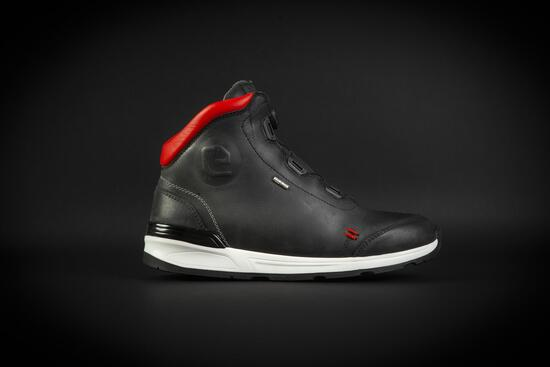 Eleveit: nuova sneaker mid cut Versus WP