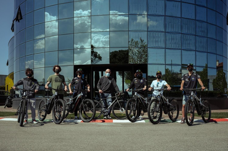Giant e VR46 Riders Academy. La MotoGP sale in sella... e pedala!