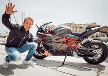 Nico Rosberg, la caduta in moto è tutta da ridere [VIDEO]