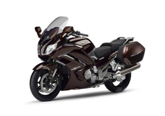 Yamaha FJR1300AE: cambio tradizionale e sospensioni elettroniche