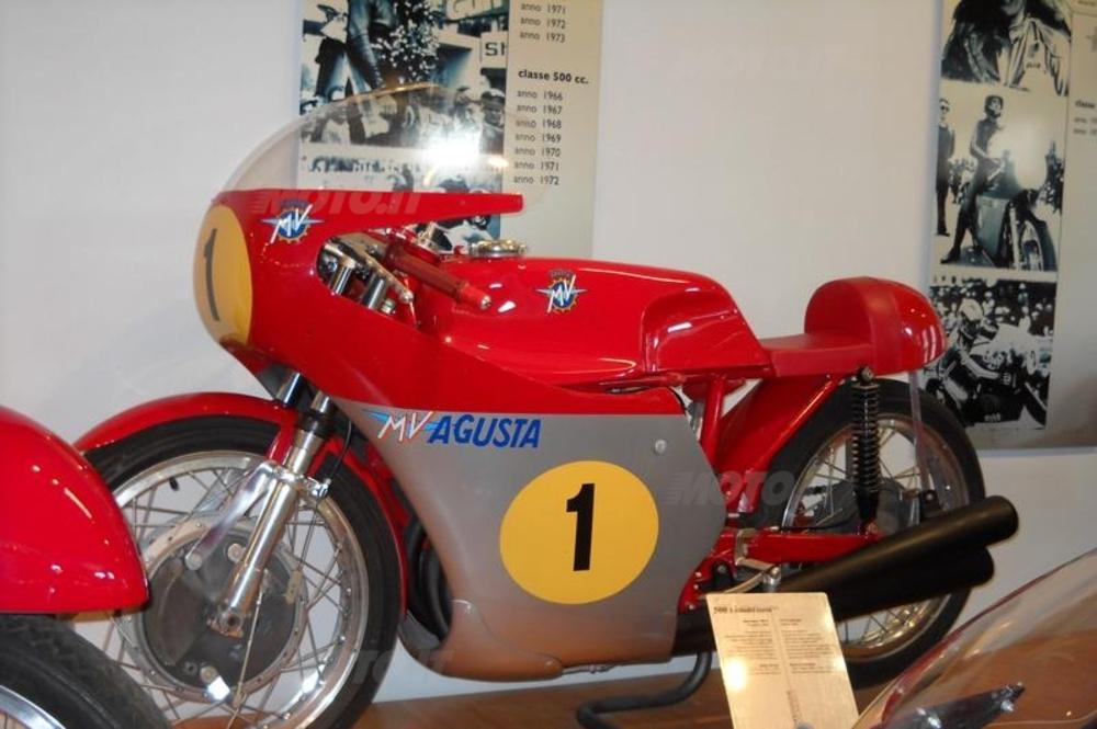 la MV ha vinto fior di campionati mondiali con i suoi fantastici motori a tre cilindri di 350 e 500 cm3 tra la metà degli anni Sessanta e i primi anni Settanta