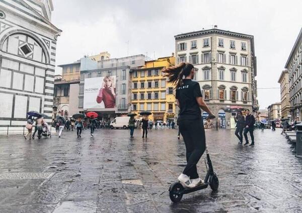 Monopattini. Obbligo del casco, in Toscana rischio incostituzionalità