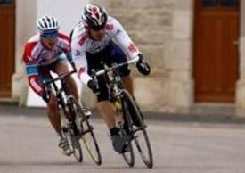 Philippe cura molto la forma fisica. La bici è il suo secondo amore dopo la moto