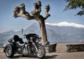 L'Harley-Davidson Tri Glide Ultra Classic non passa inosservata