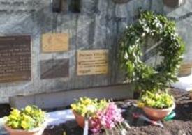 """La targa che ricorda """"Spadino"""" sul piazzale del Traforo"""